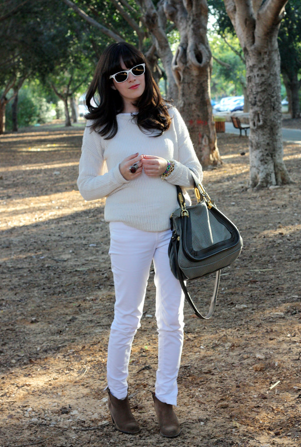 cream_sweater_white_jeans1