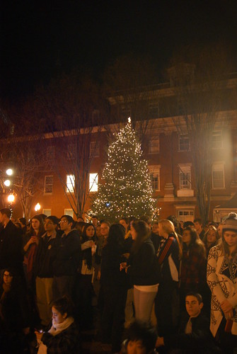 Students gather in Dahlgren for the traditional Christmas tree lighting
