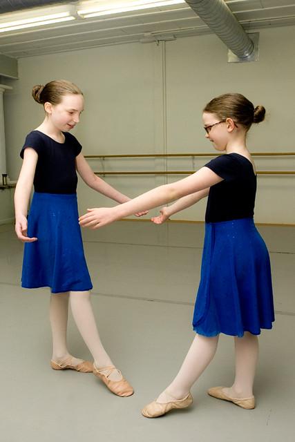 ballet_2_girls_b