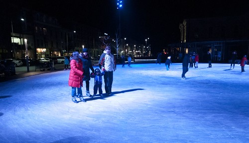 Ice Skating at City Hall by felixtrio