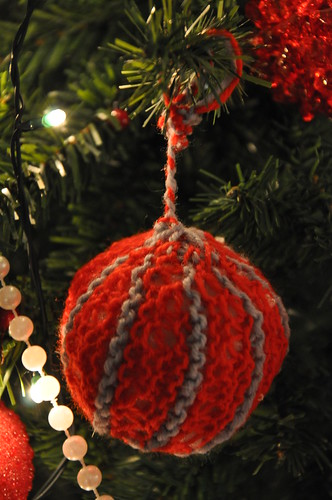 you can knit a Christmas ball today...