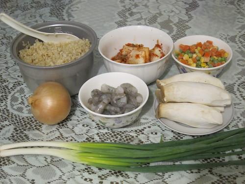 泡菜海鮮炒飯:材料1