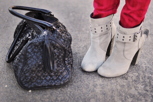 rosegold gray boots- red jeans-black bag
