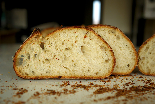 6595759105 6d09dff13c z 2012. La multe paini! cu Apa.Faina.Sare.