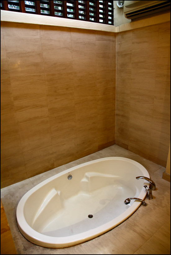 The Villas bath-tub