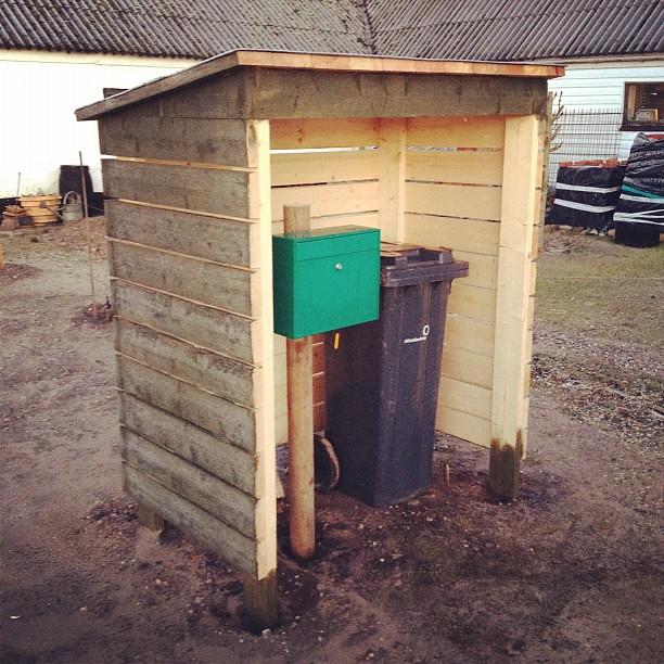mailbox shelter