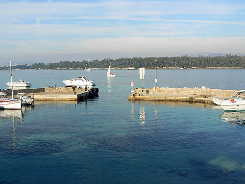le petit port de SAint Honorat.jpg