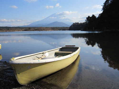 mountain lake snow water boat 富士山 mtfuji shojiko 精進湖