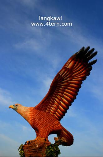 世界最大的老鹰尊像