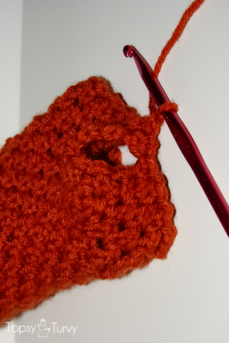 ch.sc-fingerless-mitten-crochet-pattern-thumb-hole