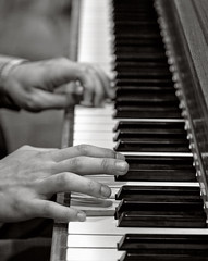 classical music, musician, pianist, piano, musical keyboard, keyboard, jazz pianist, monochrome photography, close-up, digital piano, monochrome, black-and-white, black, player piano, string instrument,
