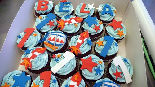 Boys Birthday Cupcakes by CAKE Amsterdam - Cakes by ZOBOT