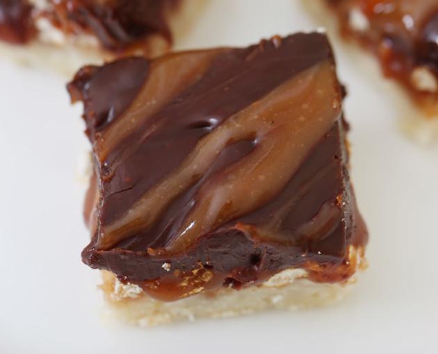 salted-caramel-squares-1