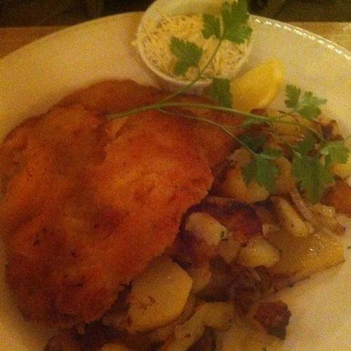 Münchner Schnitzel Mit Bratkartoffeln @ Wirtshaus Görreshof