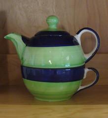 bowl(0.0), saucer(0.0), art(1.0), pottery(1.0), cobalt blue(1.0), tableware(1.0), green(1.0), ceramic(1.0), teapot(1.0),