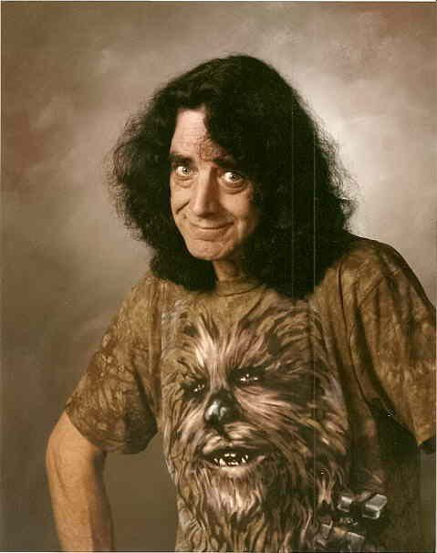 peter_mayhew_wearing_chewie_shirt