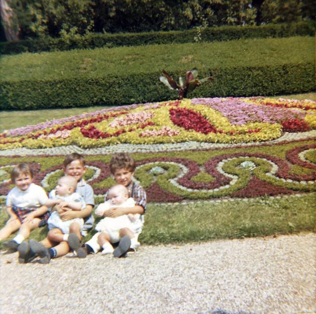 Visiteurs en famille dans les années 1960