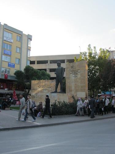 Balikesir: Kurtdereli statue (4)