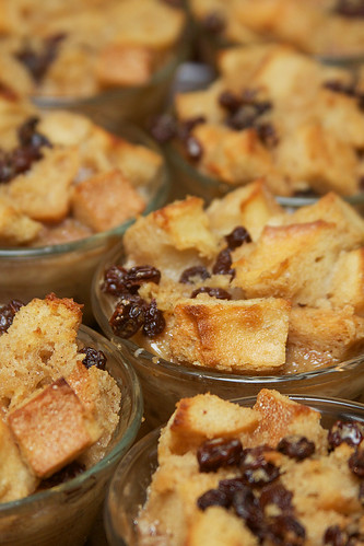 Individual bread puddings