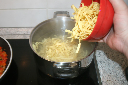 28 - Nudeln kocheln / Cook noodles