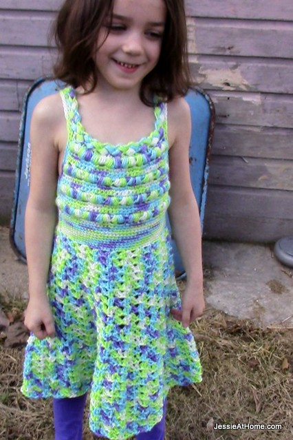 Free-Crochet-Pattern-Puff-Stitch-Halter-Dress