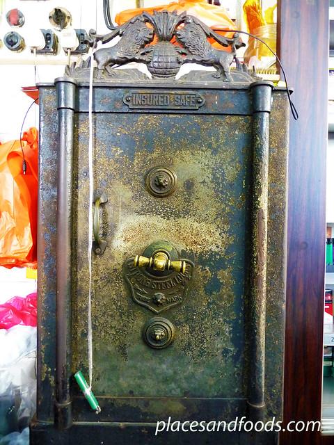 yut kee antique safe
