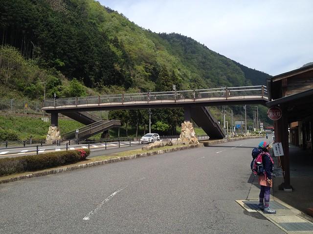 納古山 道の駅 ロック・ガーデンひちそう 歩道橋
