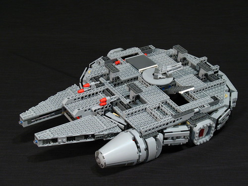 7965 Millennium Falcon Review: underside