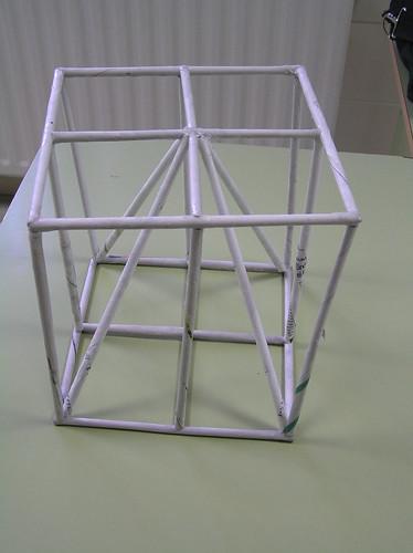 EST012