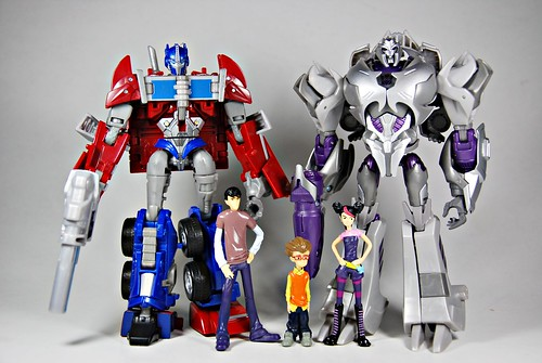 Transformers Prime: Optimus, Megs & the humans...