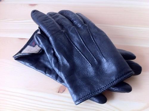 阪急メンズのラムスキンな黒革手袋