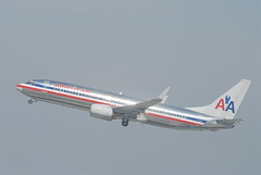 American Airlines Boeing 737-800; N912AN@LAX;10.10.2011/622mc