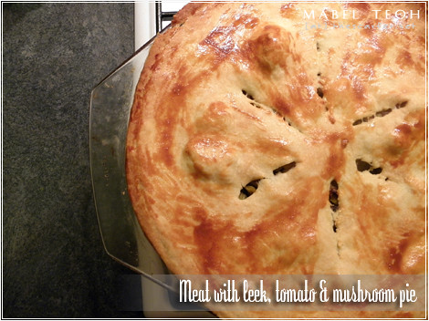 Meat with leek, tomato & mushroom pie