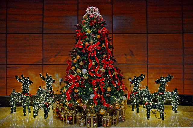 Teddy bear Christmas tree at The Fullerton Hotel, Singapore