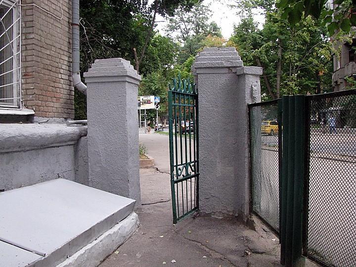 116School_Gate