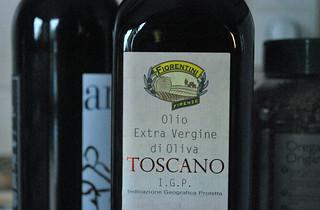 Una botella de aceite italiano