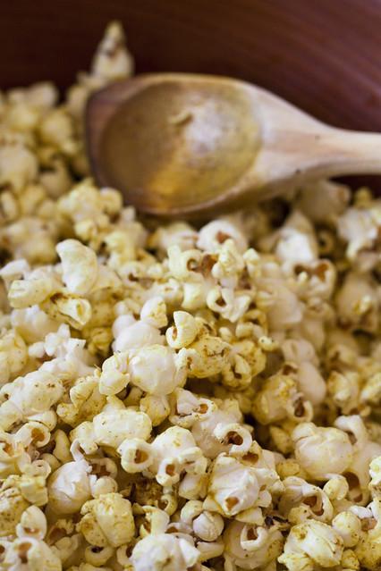 Vanilla Garlic: Too Much PC: Curried Popcorn