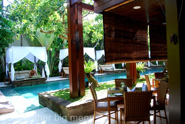 The Elysian, Bali - Restaurant by the pool