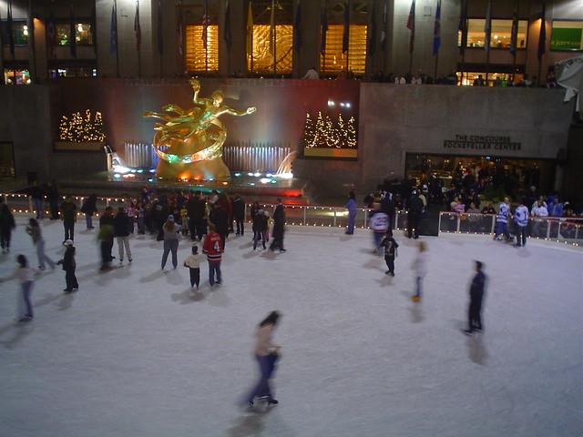 Foto vista de patinaje sobre hielo en Rockefeller Center de Nueva York EE.UU.