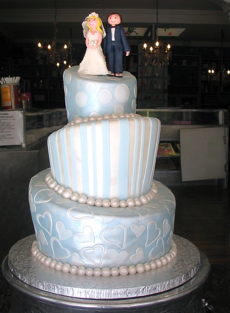 mad hatter wedding cake toppers 3 tier mad hatter wedding cake covered in pearlised blue 16979