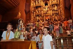 30 Los niños de la urbanización El Tozal ofrecen a la Virgen las medallasde su olimpiada