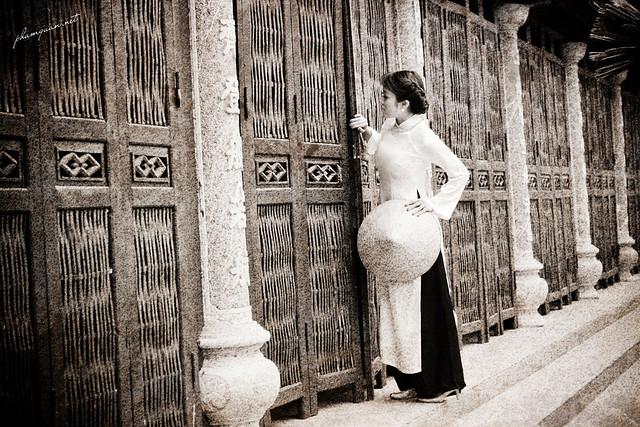 Ann Dao - Áo Dài b&w