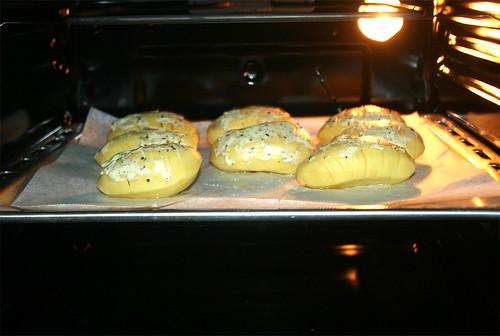 24 - Kartoffeln in Ofen schieben