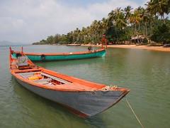 watercraft rowing(0.0), bay(0.0), proa(0.0), motorboat(0.0), fishing vessel(0.0), paddle(0.0), canoe(1.0), dinghy(1.0), vehicle(1.0), sea(1.0), boating(1.0), watercraft(1.0), boat(1.0),