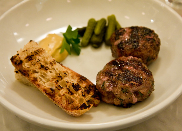 Grilled lamb sausages, Prune
