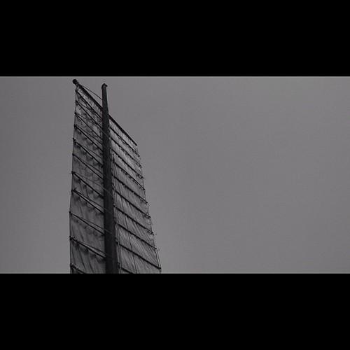 Chinese Ship Junk / #suzhun #ship #lake #china #chinese #cloud #cloudy #fog #foggy #sail #asia #communism #free #power #world #beautiful #globalization #global #travel #sky #bw #bnw #noir #blackandwhite #blancoynegro #gray by minoru uehara