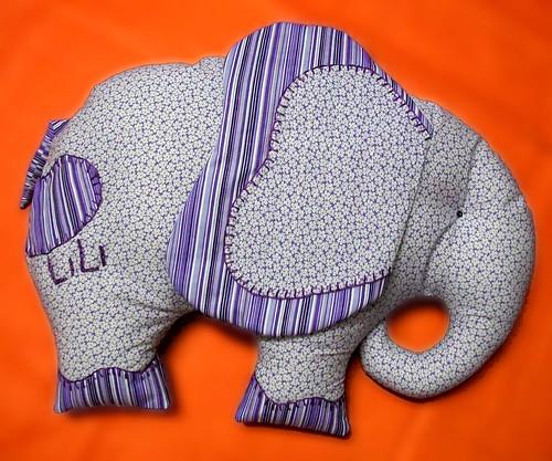 Um elefante...incomoda muita gente...*** Dois elefantes.... by coisasdamoise (Alair)