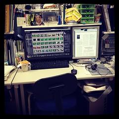 オフィスに現在出来る最強の環境を整えた。自作のミドルタワーPCに広色域フルHDモニタ。もはやネタレベル。寧ろネタの為かも。