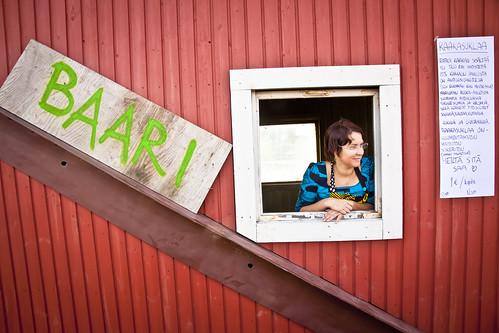 Una señorita finlandesa participando en el Restaurant Day