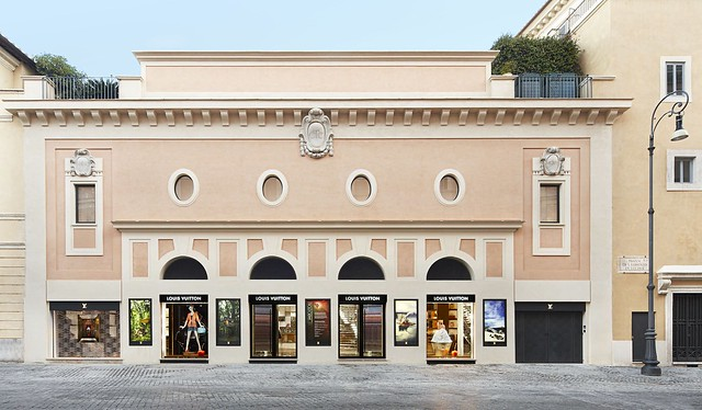 LV_01 2012_Roma_Store_003